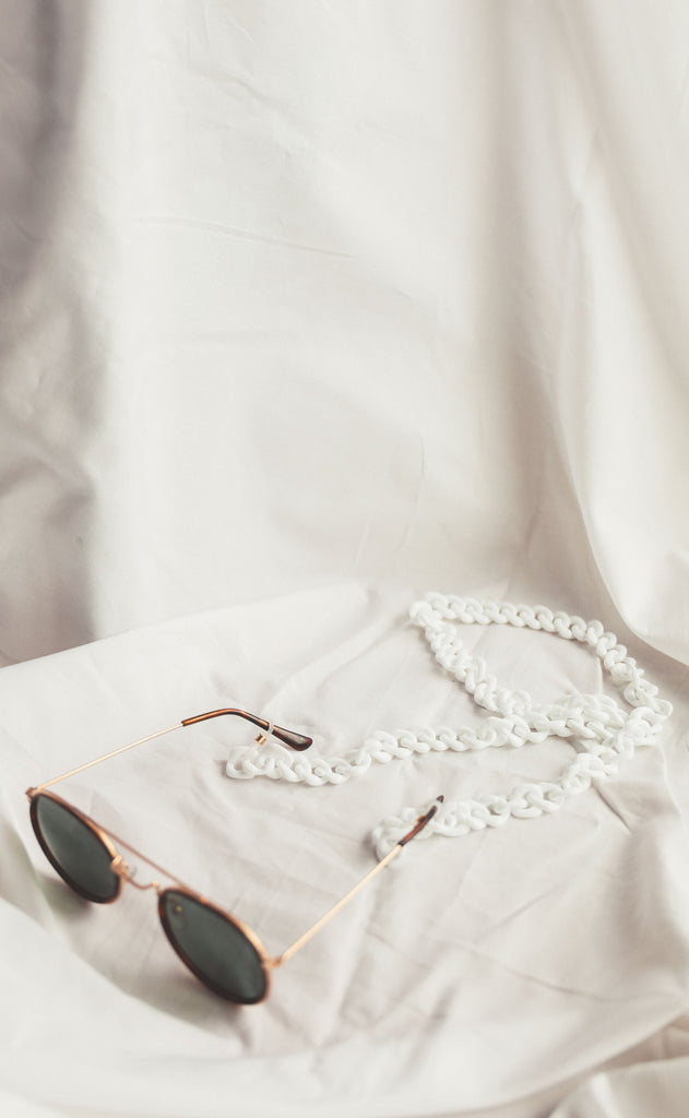 dezi sunglasses chain - white