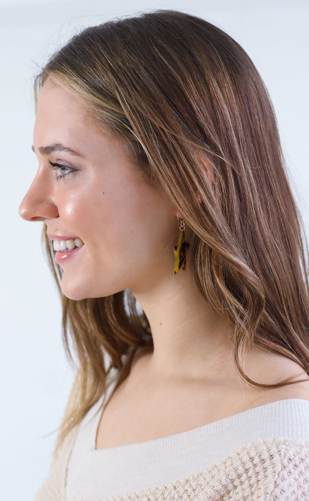 dallas star dangle earrings - brown tortoise