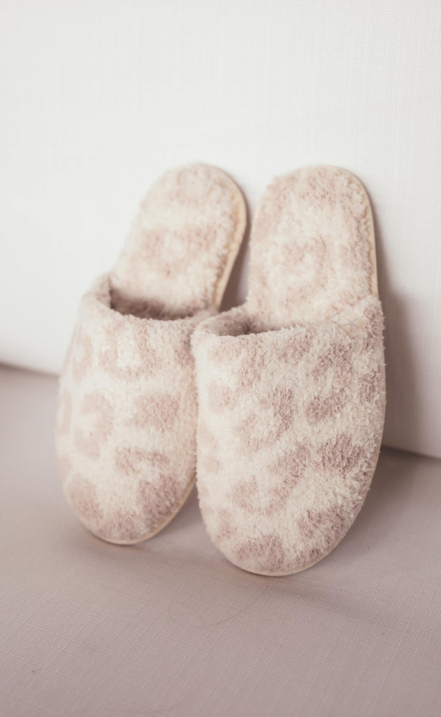 barefoot dreams: cozychic barefoot in the wild slipper - cream/stone
