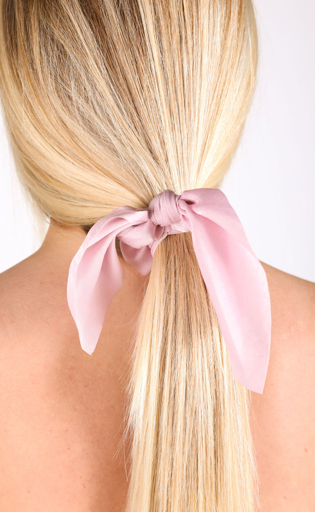 tie scrunchie - light pink