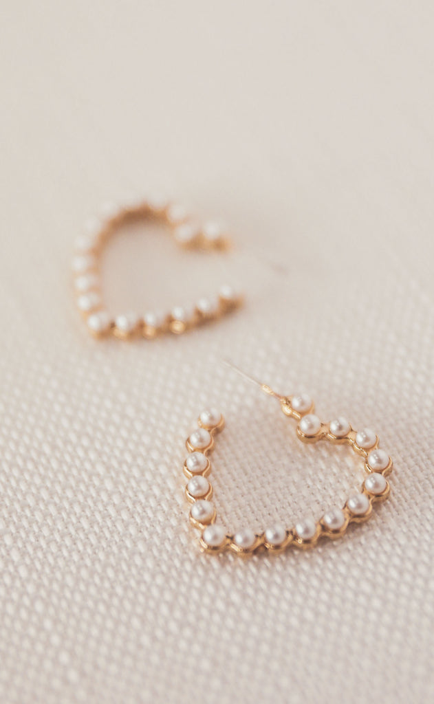 treasure jewels: pearl heart hoop earring