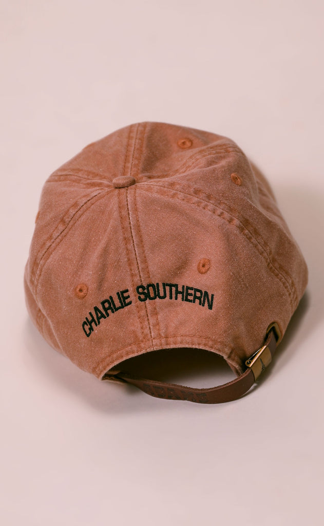 charlie southern: sleepy hat - rust/black