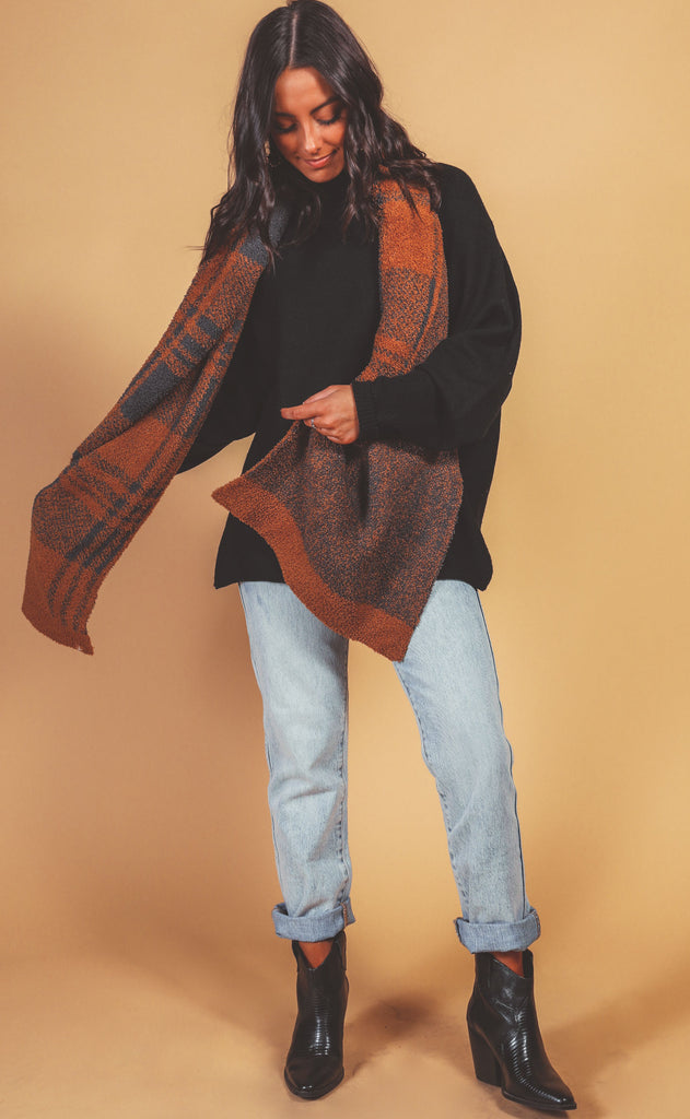 barefoot dreams: cozychic plaid scarf - honey/carbon