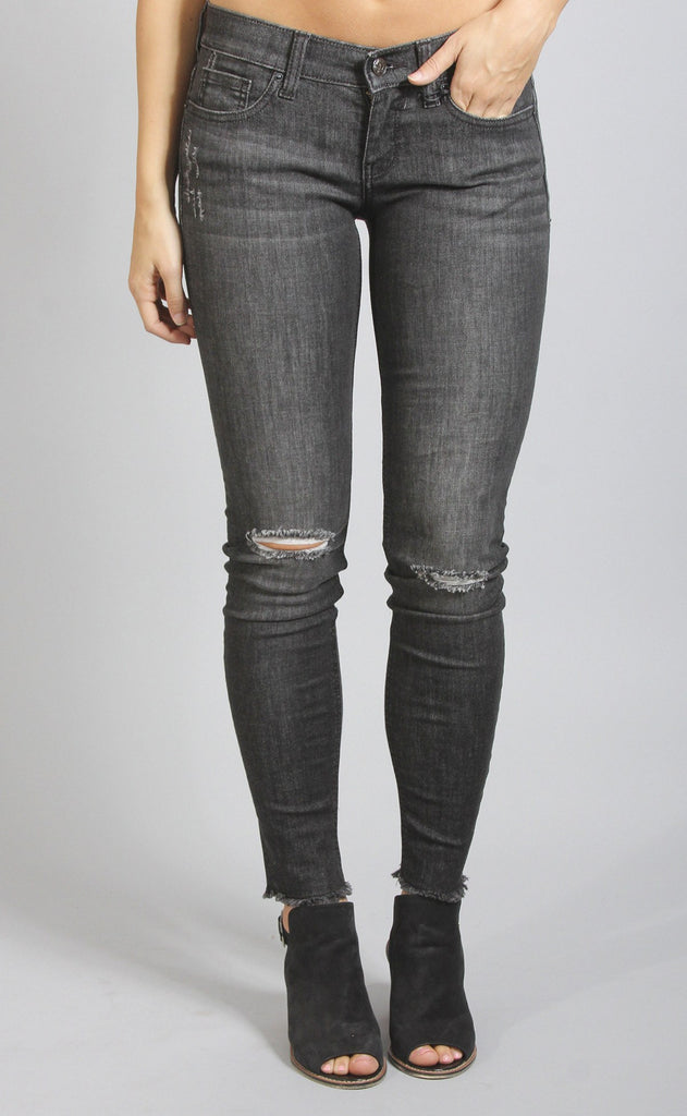 show stopper distressed skinny jeans