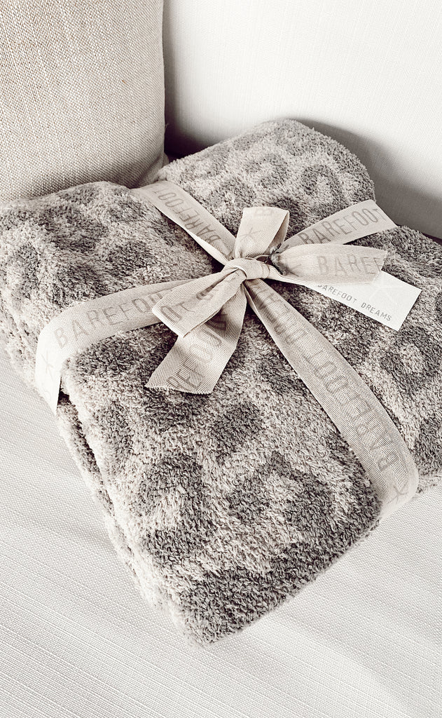 barefoot dreams: cozychic in the wild adult throw - linen/warm grey