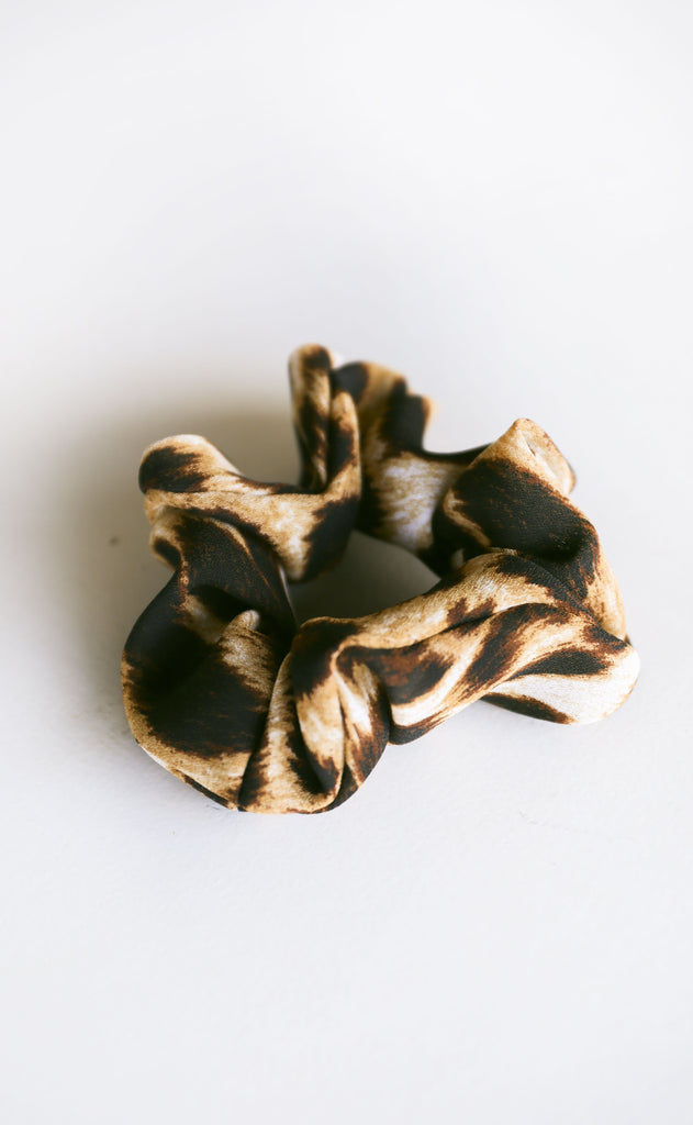 catty leopard scrunchie