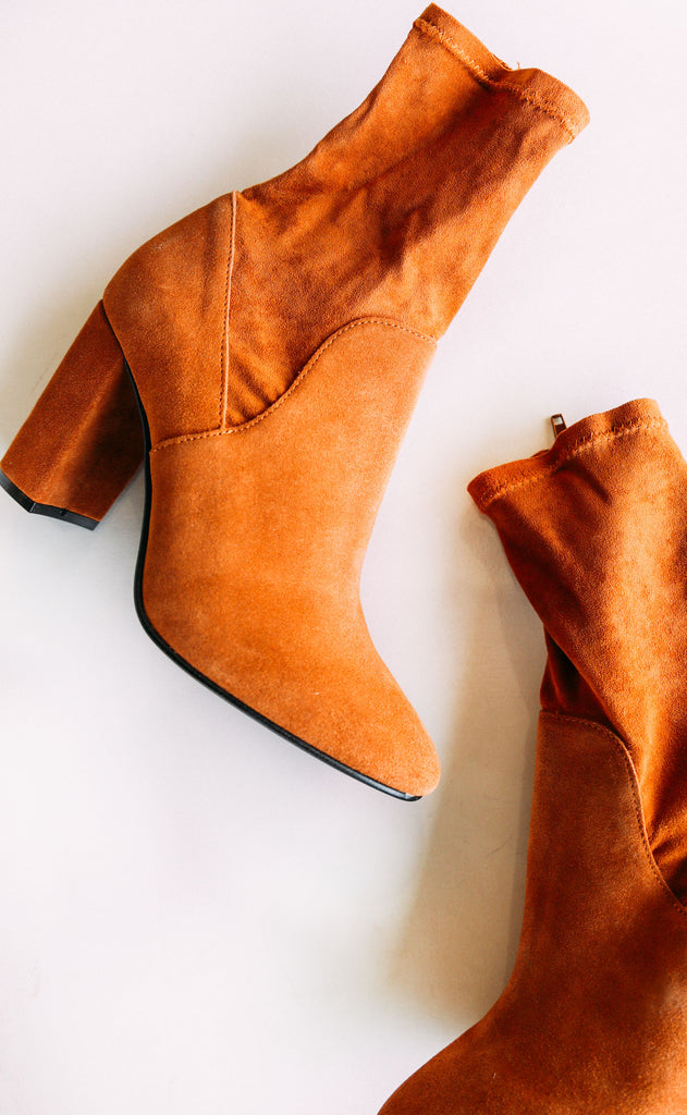 chinese laundry: kayla bootie - cognac