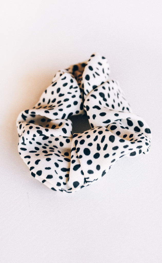 dot on scrunchie - ivory