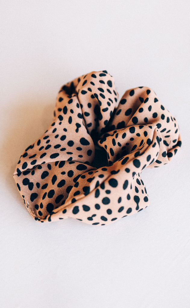dot on scrunchie - taupe