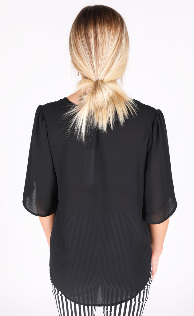 frilled to meet you basic top - black