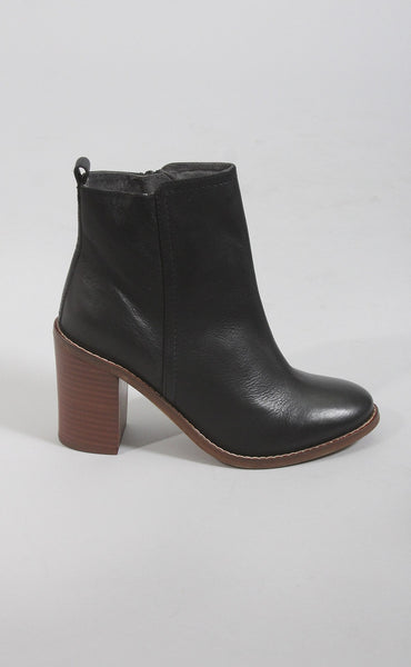 ONLINE EXCLUSIVE seychelles: lounge bootie - black