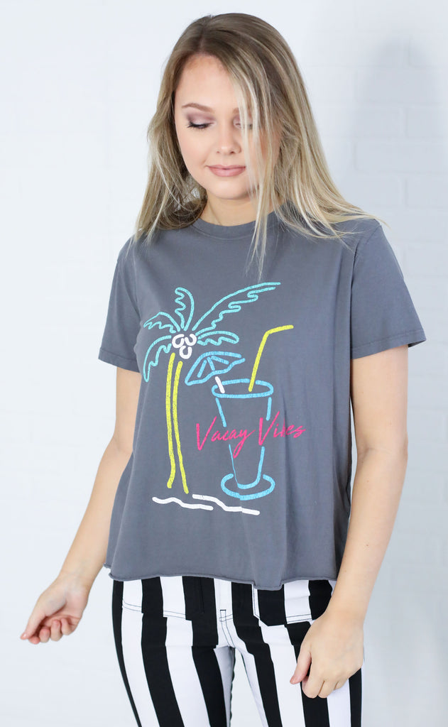 show me your mumu:  marco tee - vacay vibes graphic