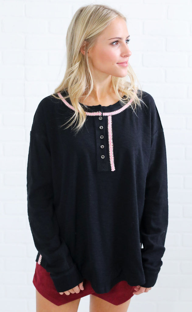outdoorsy embroidered henley - black