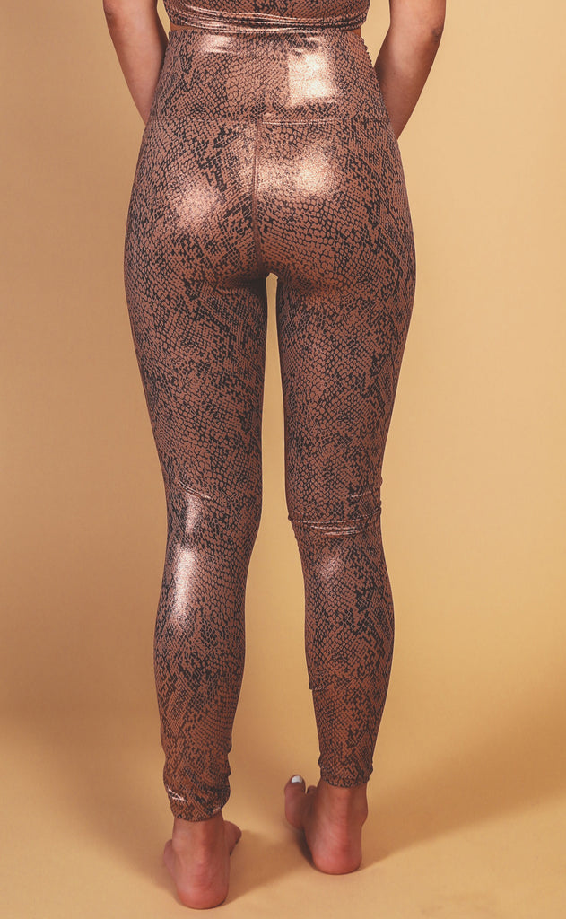 beach riot: twist shine legging - rose gold snake
