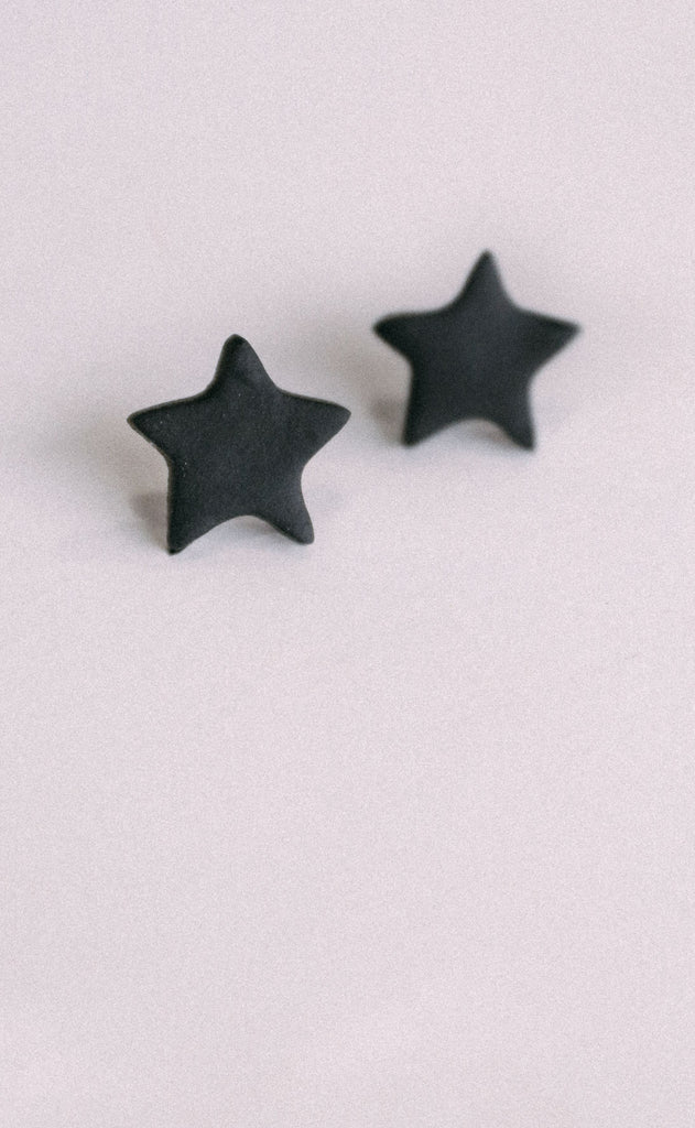 poppy dot: the star stud earring - black
