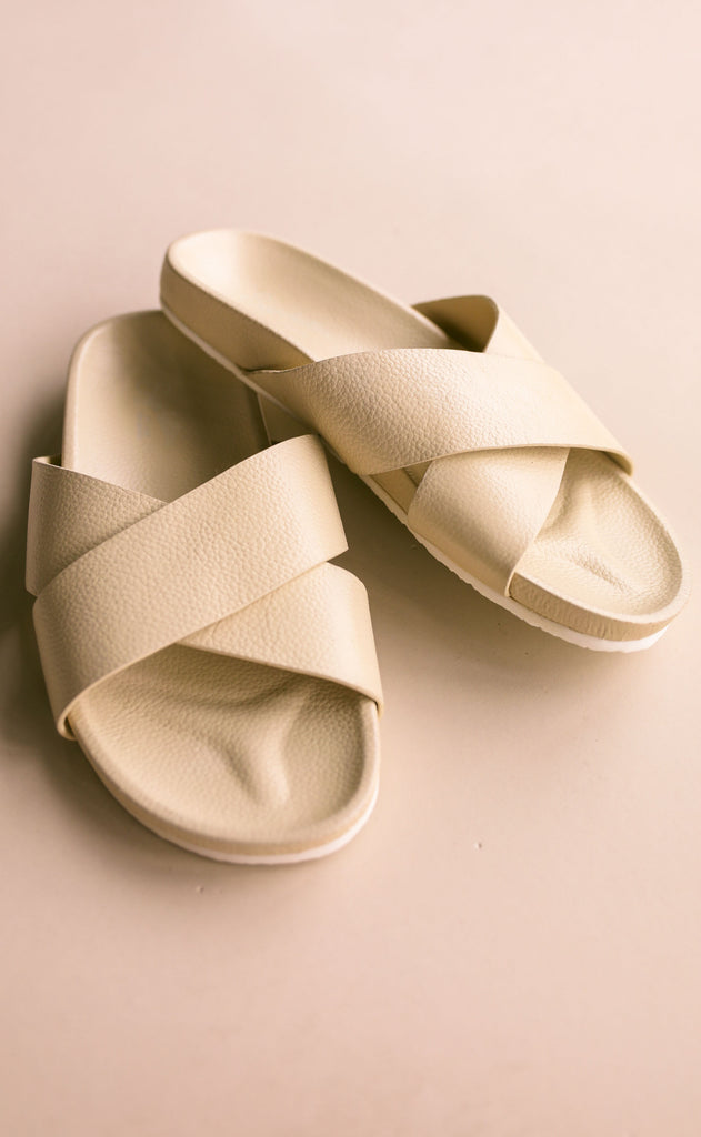 seychelles: light hearted sandal - off white