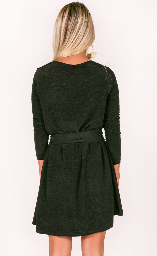show me your mumu: toby tie dress - ripple scrunch black