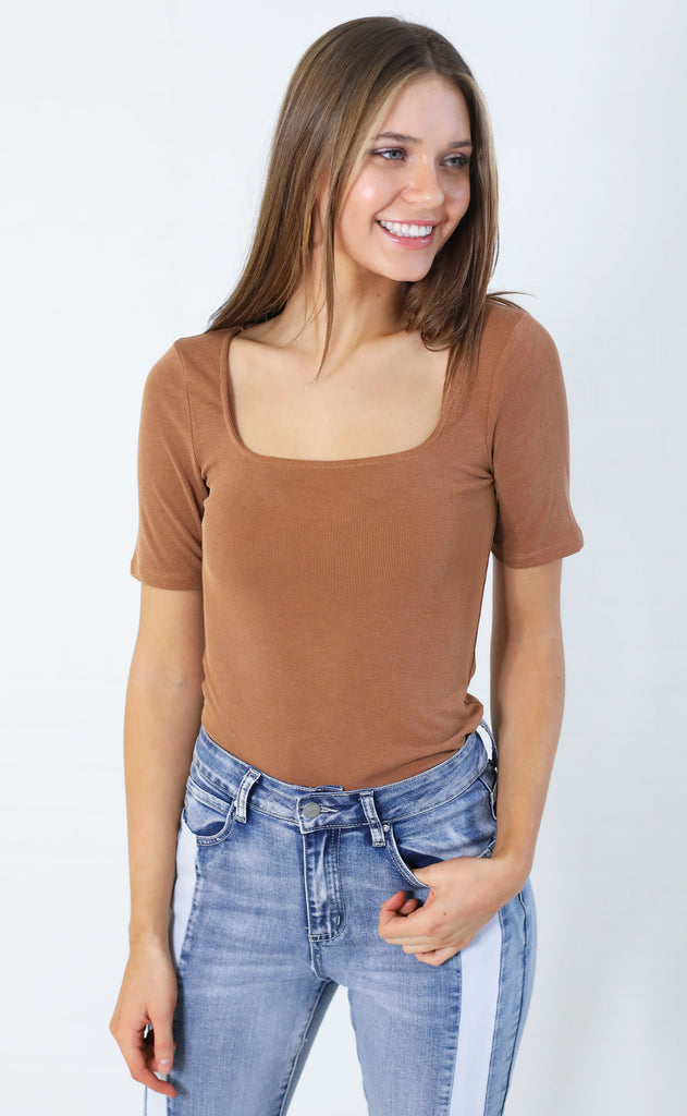 squared up ribbed top - cognac