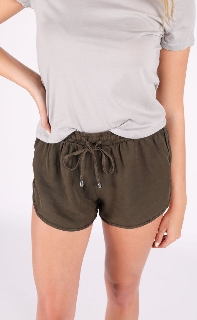 staycation basic shorts - olive
