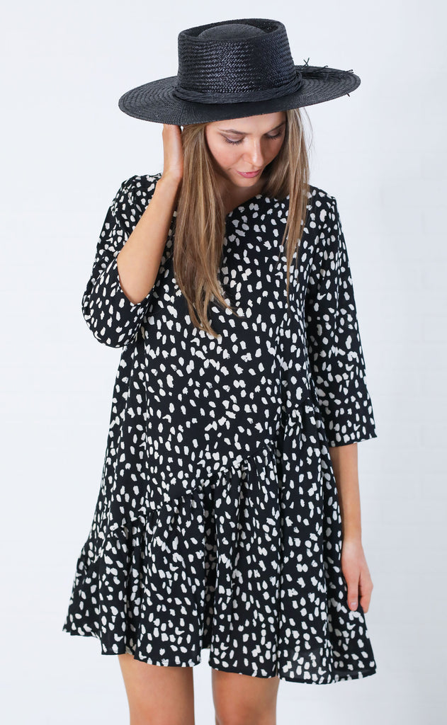 swing around printed dress - black