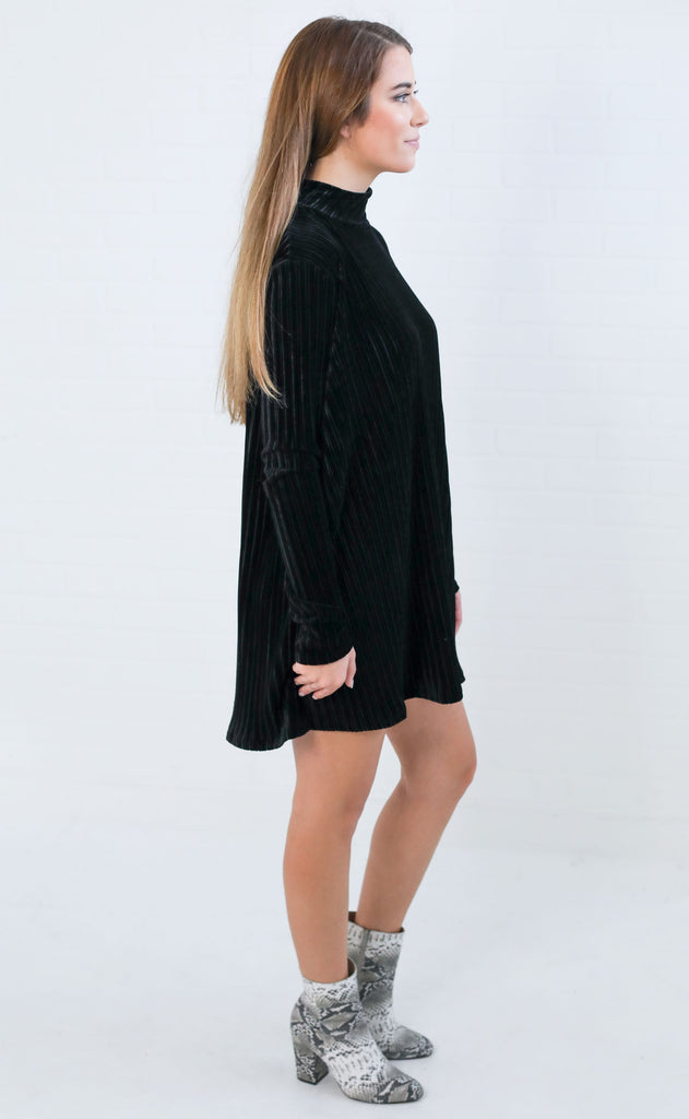 show me your mumu: tammy turtleneck dress - black pleated velvet