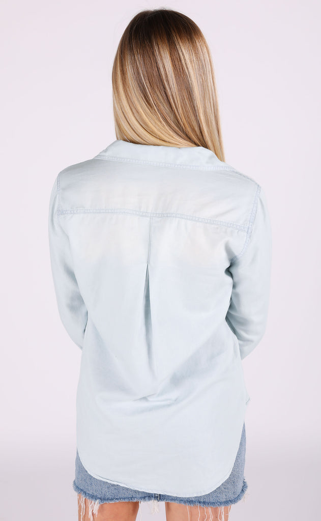 weekend chambray top - light blue