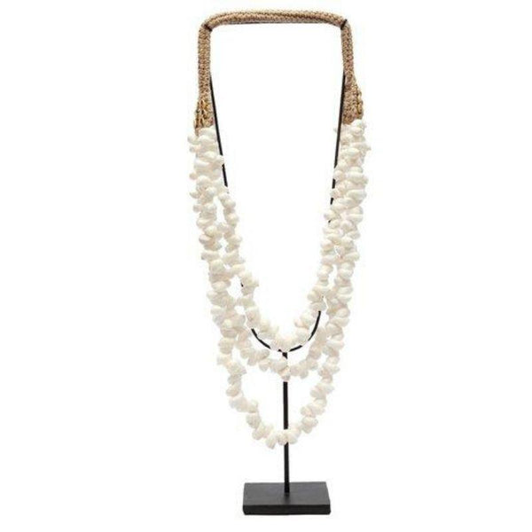 The White Coastal Shell Necklace on Stand-Woonaccessoires-Bazar Bizar-Ik Hout ervan.