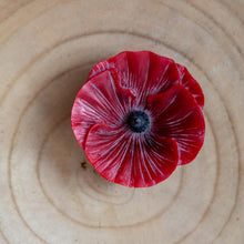 Load image into Gallery viewer, Beeswax poppy candle