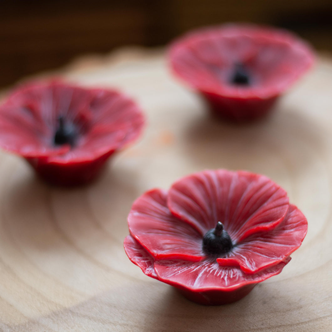 Beeswax poppy candle