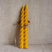 Load image into Gallery viewer, Natural beeswax spiral candles