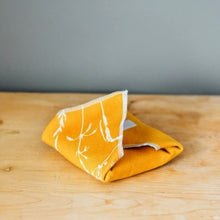 Load image into Gallery viewer, Reusable sandwich wrap - Helen Round