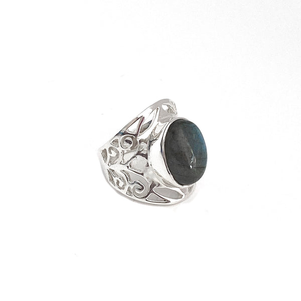 Grand Filigree Oval Labradorite Ring