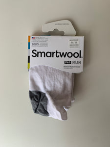 smartwool run sock - phd run ultra light micro in white/light grey
