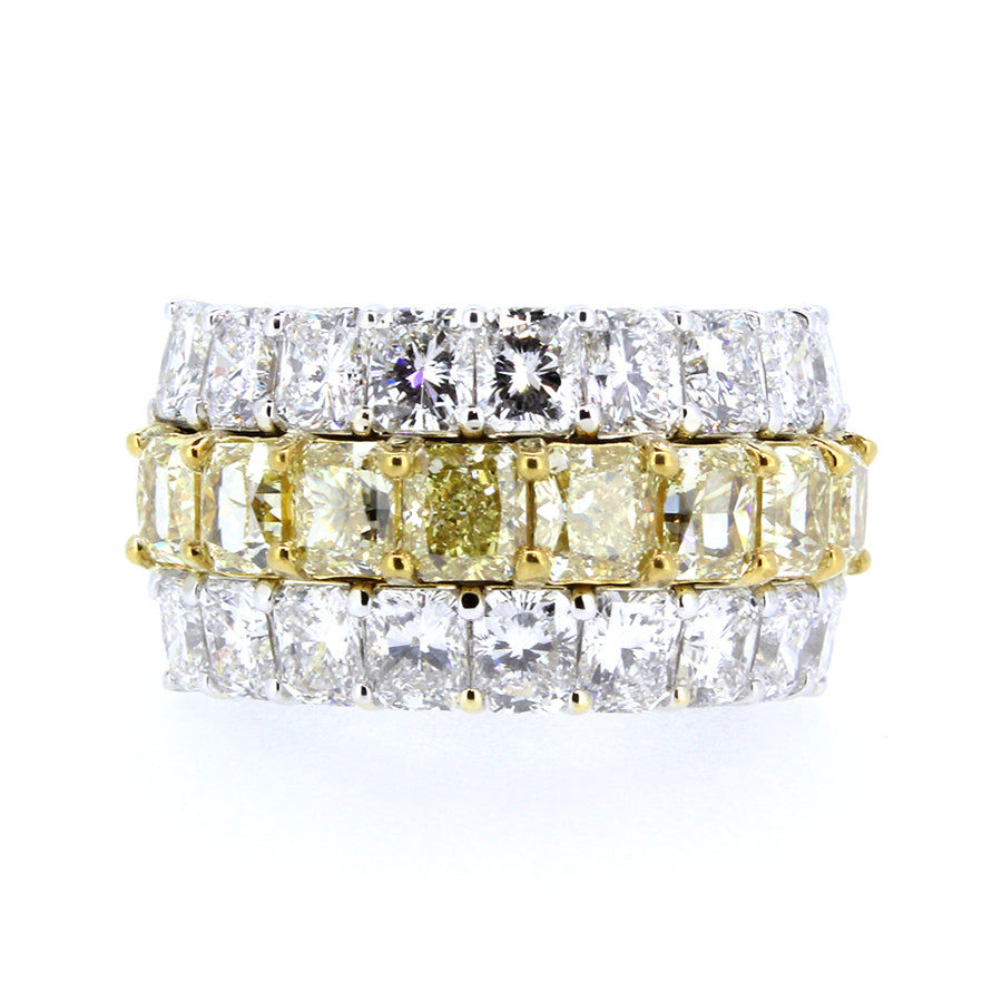 18KT white gold ring with 4.30ct radiant cut diamonds, G/H-V...