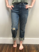 Load image into Gallery viewer, Rachael Mom Jeans by Kut from the Kloth – Bountiful Wash
