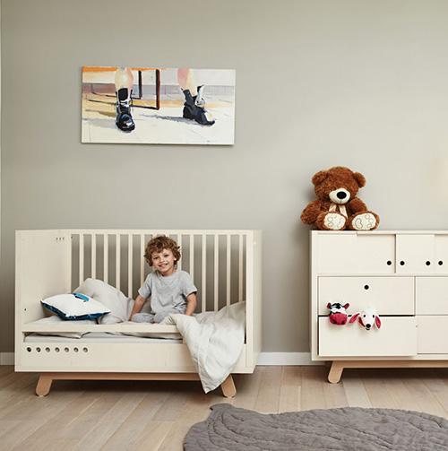 bedje met safety rail kutikai peekaboo meubels lollipop rebels