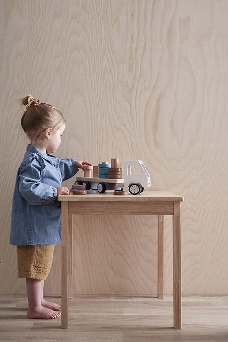 kindje met houten aiden truck kids concept lollipop rebels