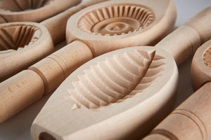 Load image into Gallery viewer, Hand Carved Biscuit Mould -  Oval leaf