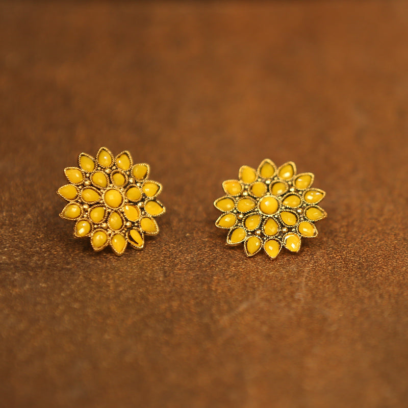 Flower Bloom Stone Engraved Gold Earring - Yellow