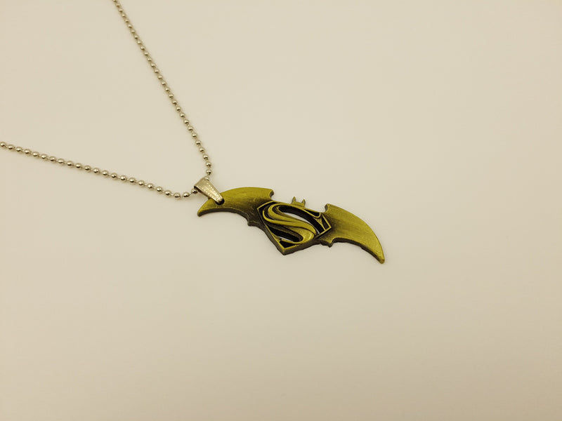 Trendy Super Man Vs Batman Pendant