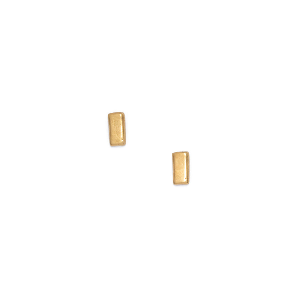 Bar stud earrings, gold
