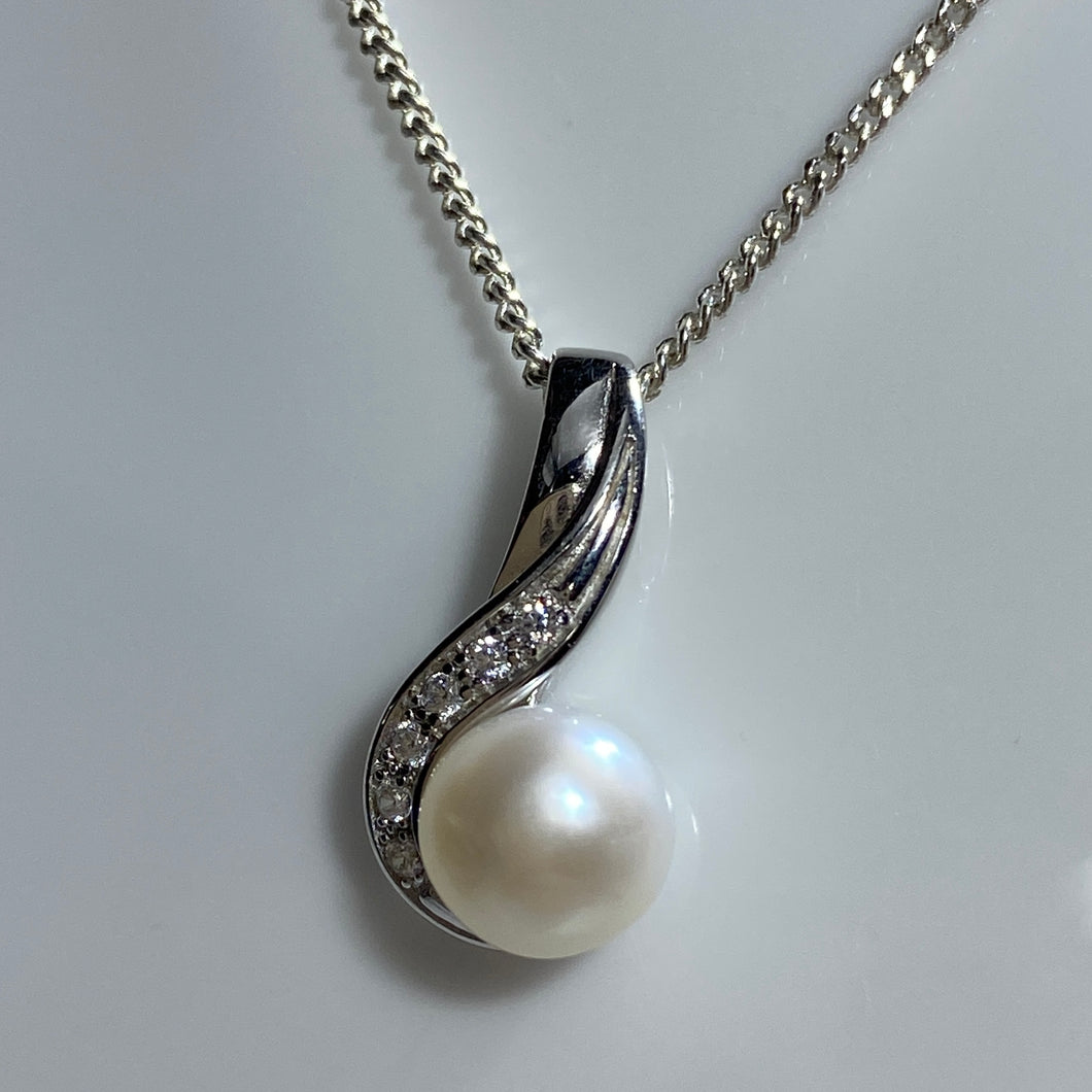 'Ginny' Freshwater pearl pendant