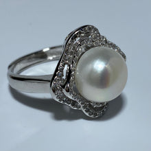 Load image into Gallery viewer, 'Lisa' Freshwater Pearl Ring