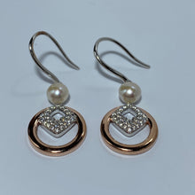 Load image into Gallery viewer, 'Natalie' Freshwater Pearl Earrings