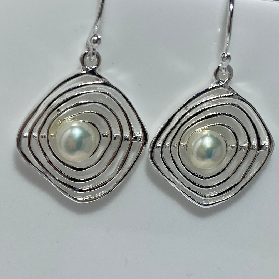 'Cyclone' Freshwater Pearl Earrings