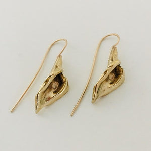 #211 Calla Lily Hook Earrings - Mag.Pi