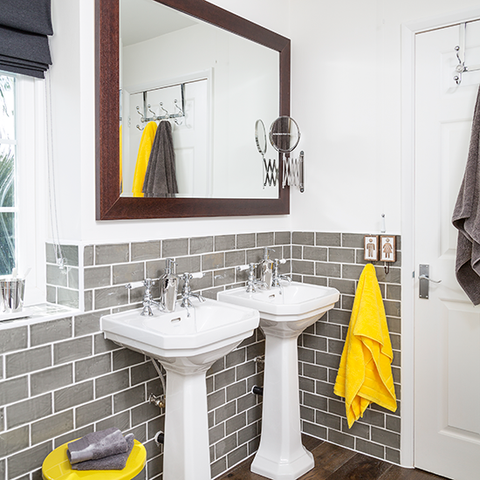 Towels as Colour Accents in the Bathroom