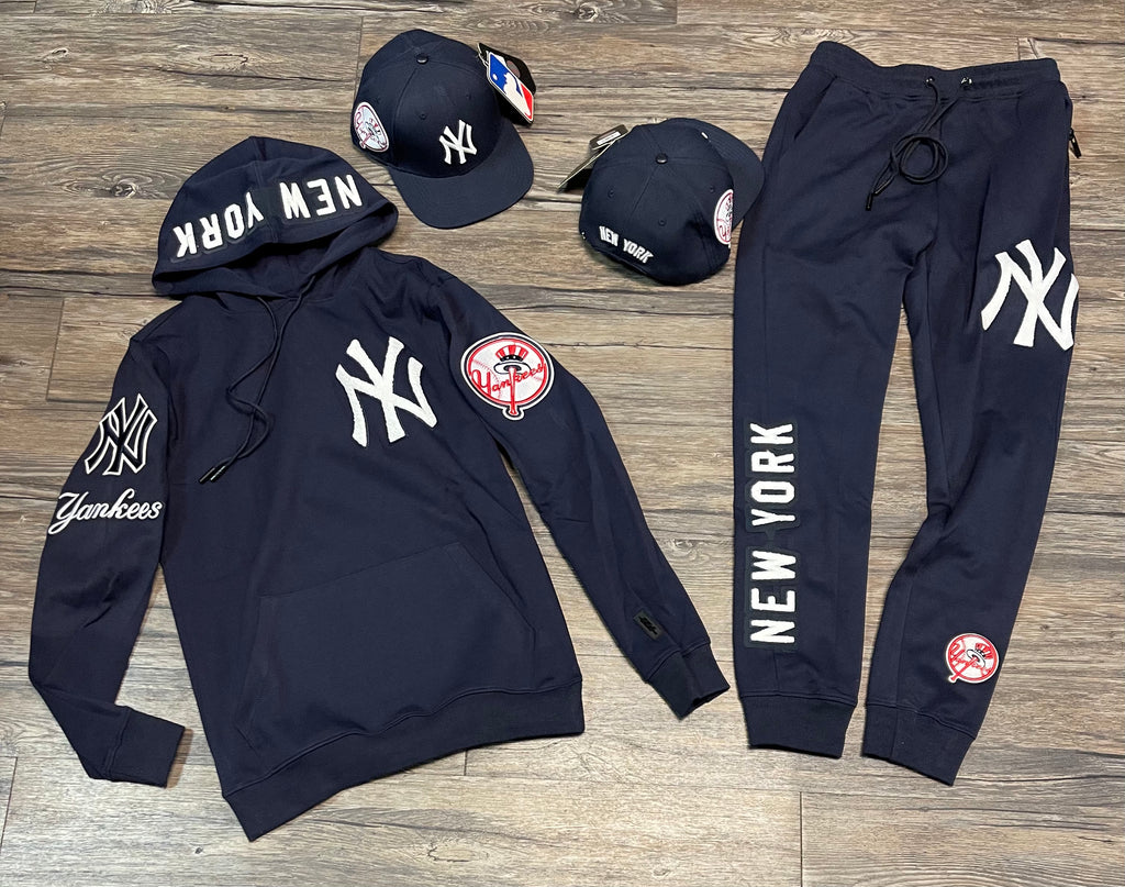 New York Yankees Pro Standard Sweatsuit