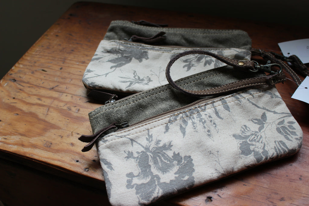 Kety Canvas Clutch