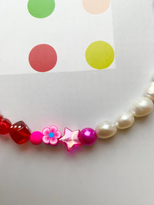 The GEMMA  Pearl rainbow bracelet - Blackcurrantpop